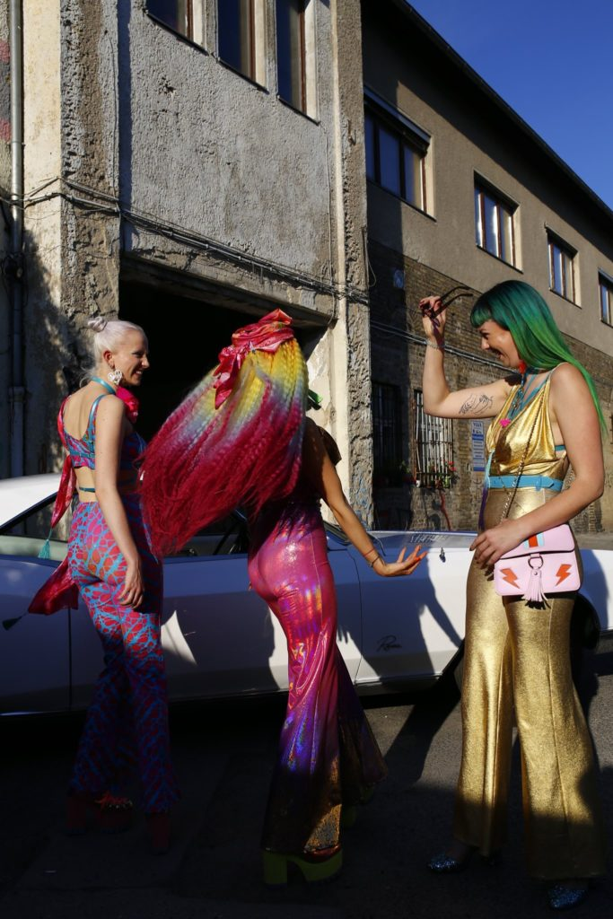 three models colorful outdoor vintage car girls berlin music video awards